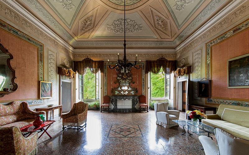 Villa Malaspina salotto interno con camino